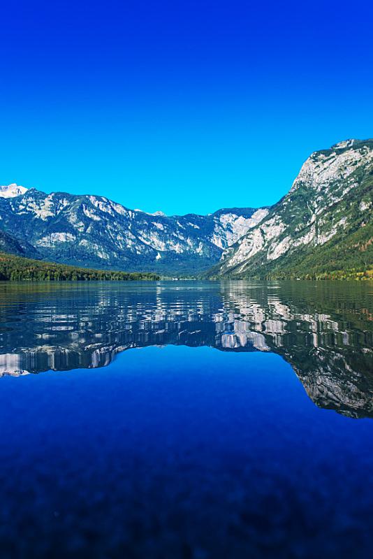 lake bohinj,斯洛文尼亚,朱利安,垂直画幅,水,无人,早晨,夏天,户外,淡水