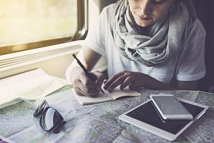 旅游目的地,旅途,做计划,火车,青年女人,高速列车,笔记本,长途车,旅行者,移动式
