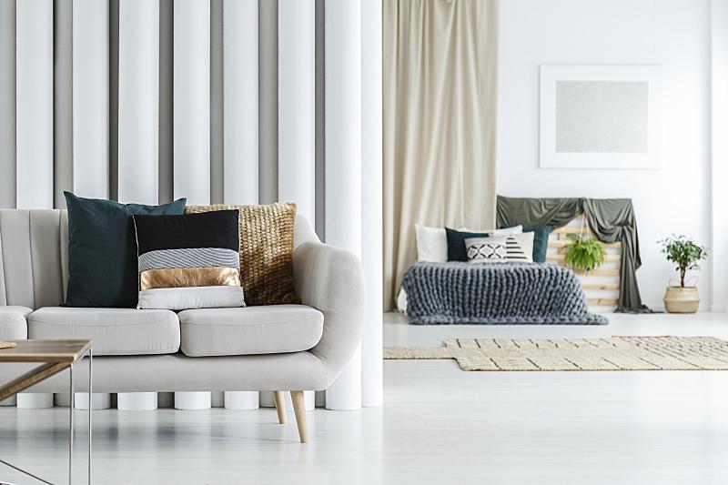 沙发,软垫,水平画幅,纺织品,银色,装管,家具,单色调,明亮,白色