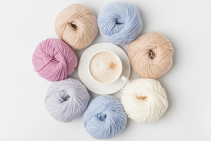 球,杯,白色背景,咖啡,羊毛,视角,圆形,褐色,芳香的,水平画幅