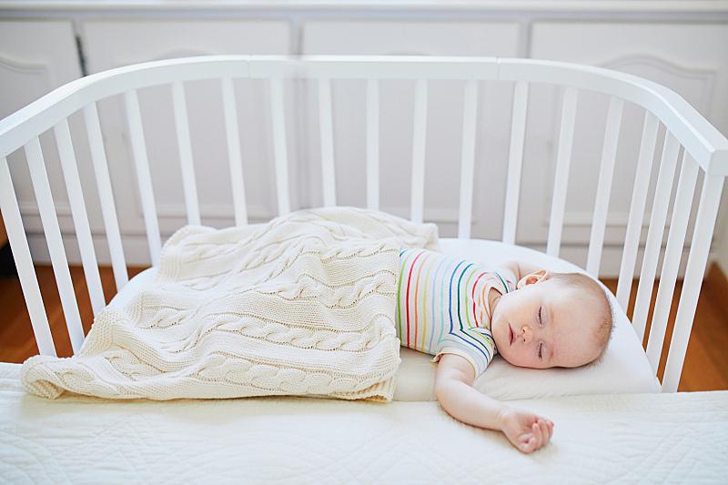 婴儿床,女婴,科罗拉多州,毛绒玩具,儿童房,就寝时间,水平画幅,纺织品,家庭生活,行军床