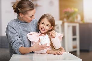 母亲,小猪扑满,女孩,餐桌,商务,波兰,家庭,女人,猪,存钱罐
