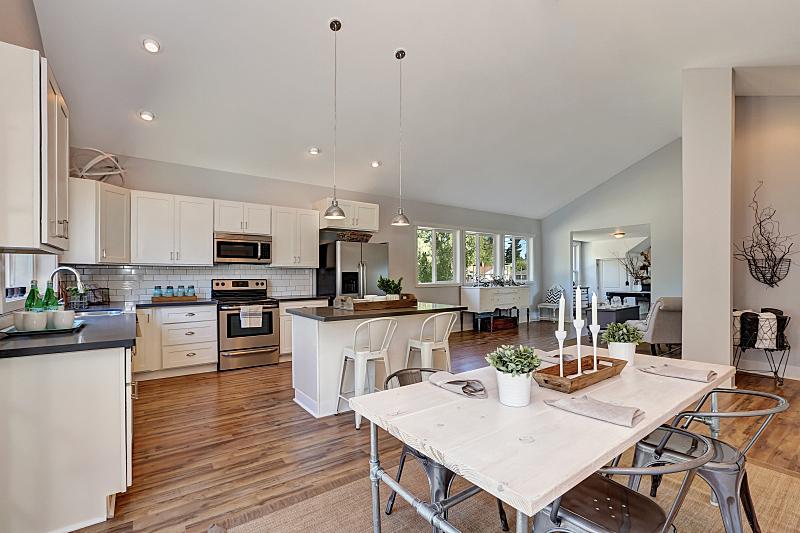 室内,厨房,饭厅,高大的,屋顶横梁,窗户,住宅房间,水平画幅,吧椅,建筑