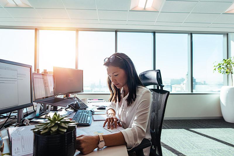 办公室,女人,商务人士,公司企业,文档,书桌,文书工作,计算机,女商人,纸