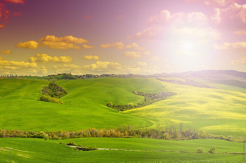 农舍,田地,牧场,田园旅游业,天空,水平画幅,山,无人,泥土,早晨