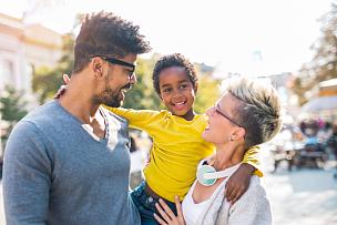 双亲家庭,儿童,女儿,幸福,有钱人,时间,混血儿,少量人群,半身像,非裔美国人
