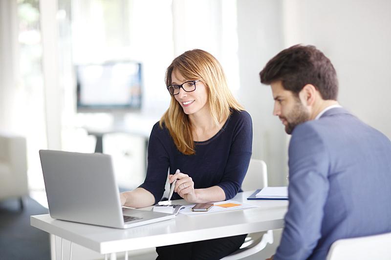 顾客,金融顾问,商人,银行业,银行,商务会议,会议,信心,使用手提电脑,笔记本电脑