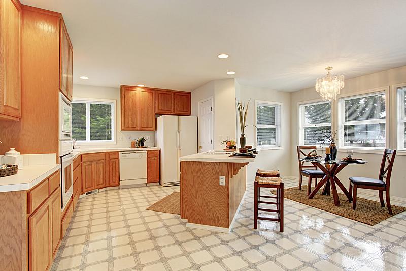 厨房,砖地,住宅房间,水平画幅,建筑,无人,豪宅,天花板,家具,公寓