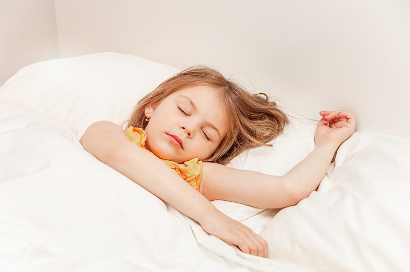 在下面,早晨,毯子,卧室,床,可爱的,女孩,特写,睡觉,躺