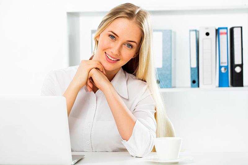 办公室,使用手提电脑,女商人,背景分离,肖像,技术,现代,梦想,商业金融和工业,欢乐