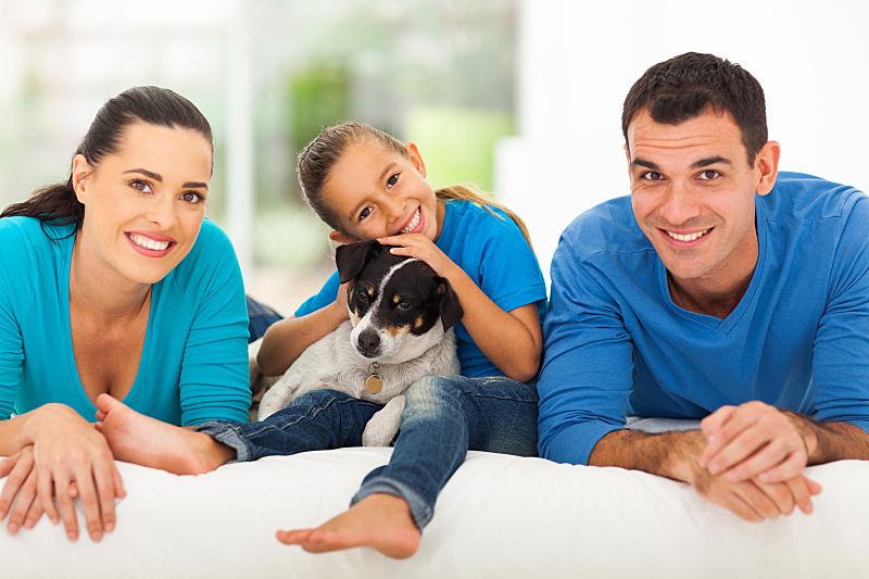 家庭,床,爱的,可爱的,女儿,两个孩子的家庭,独生子女家庭,父母,母亲,肖像