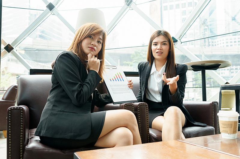商务会议,女商人,概念,职业,两个人,办公室,脑风暴,水平画幅,会议,新创企业