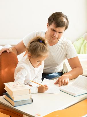 男人,女儿,笔记本,问题,垂直画幅,父母,男性,知识,单亲父亲,书