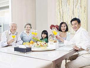 幸福,家庭,家庭生活,日本人,祖父,晚餐,中年人,儿童