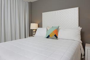 床,舒服,卧室,住宅房间,水平画幅,无人,灯,室内,里面,2015年