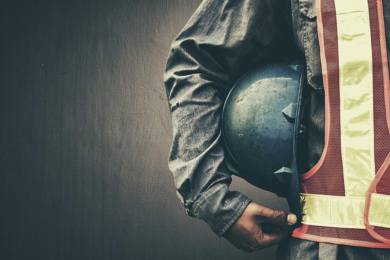 男人,蓝色,运动头盔,特写,拿着,职业安全与健康,安全帽,安全的,建筑工地,建筑施工机器