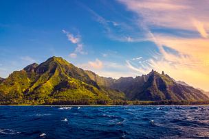 纳柏里海岸,考艾岛,夏威夷,戏剧性的景观,纳帕里,纳帕里海岸州立公园,卡拉劳海滩,卡拉劳山谷,岩石海岸线,直升机