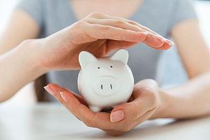 储蓄,小猪扑满,存钱罐,金融和经济,金融,女人,水平画幅,银行业,安全