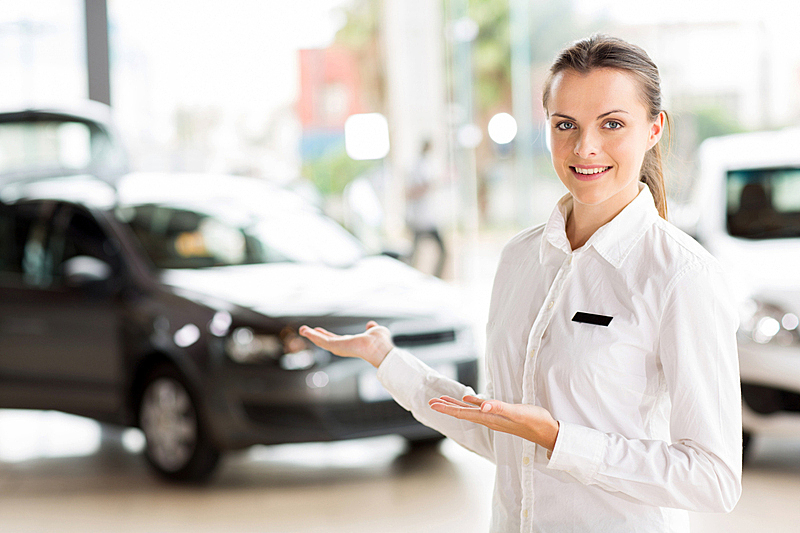销售职位,女性,全科医师,汽车销售人员,陈列室,仅成年人,现代,青年人,专业人员,信心