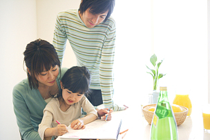 饭厅,家庭,舒服,30到39岁,半身像,水平画幅,椅子,家庭生活,独生子女家庭,男性