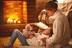 母亲,冬天,书,儿童,家庭,壁炉,夜晚,美,水平画幅