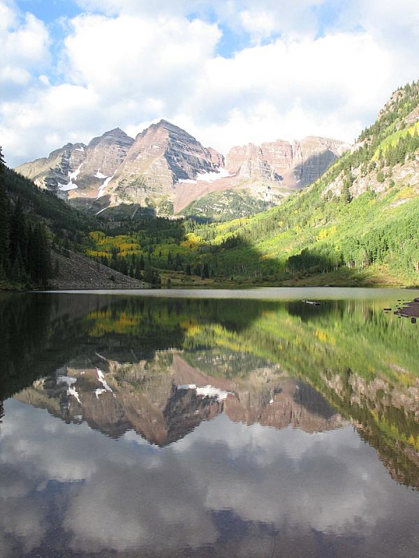 玛尔露恩贝尔峰,两个物体,垂直画幅,水,天空,山,无人,户外,湖,红色