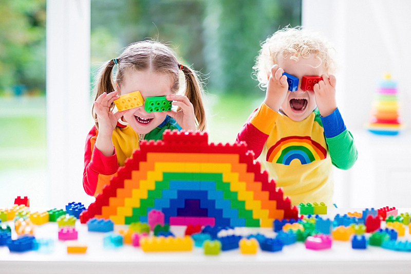 进行中,积木,儿童,玩具,多色的,混沌,学龄前,水平画幅,塑胶,兄弟姐妹