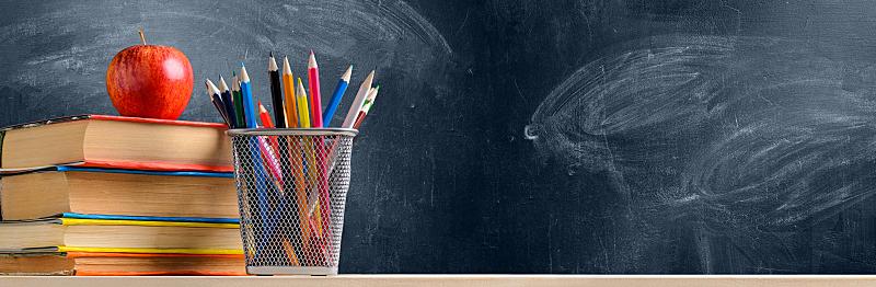 黑板,个人随身用品,重返校园,教科书,铅笔,静止的,办公用品,教室,全景,笔记本