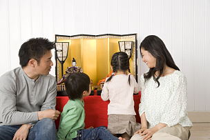 娃娃,家庭,传统节日,30到39岁,水平画幅,父母,男性,日本人,背面视角,母亲