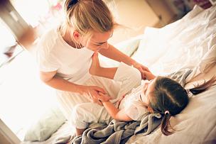 进行中,母亲,女孩,友谊,水平画幅,父母,单身母亲,早晨,独生子女家庭,特写