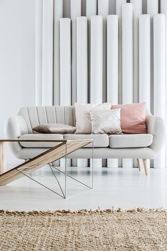沙发,灰色,枕头,彩色蜡笔,垂直画幅,褐色,纺织品,装管,家庭生活,家具