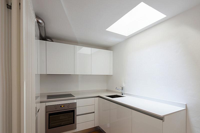 极简构图,厨房,正面视角,水平画幅,无人,干净,现代,空的,水槽,烤炉