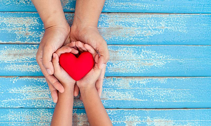 儿童,心型,手,母亲,红色,木制,蓝色,桌子,老年人,深情的