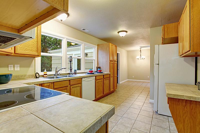 砖地,厨房,住宅房间,水平画幅,建筑,无人,豪宅,天花板,家具,公寓