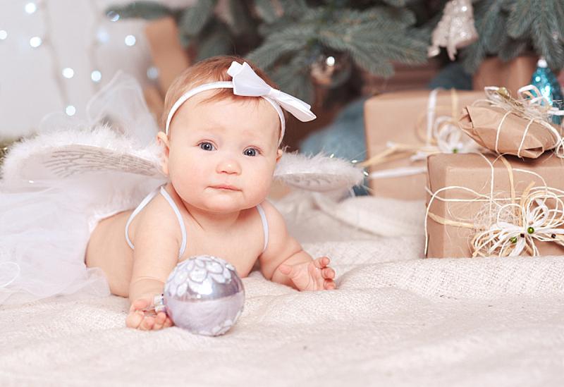 圣诞树,可爱的,婴儿,在下面,个人随身用品,球,新的,水平画幅,注视镜头