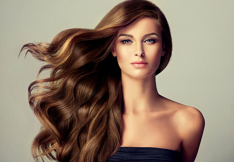 头发,青年人,棕色头发,自然美,时装模特,理毛行为,井,长发,飞,弯曲