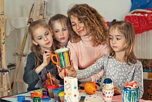 儿童,教师,桌子,艺术家,艺术,水平画幅,单身母亲,白人,知识,母亲