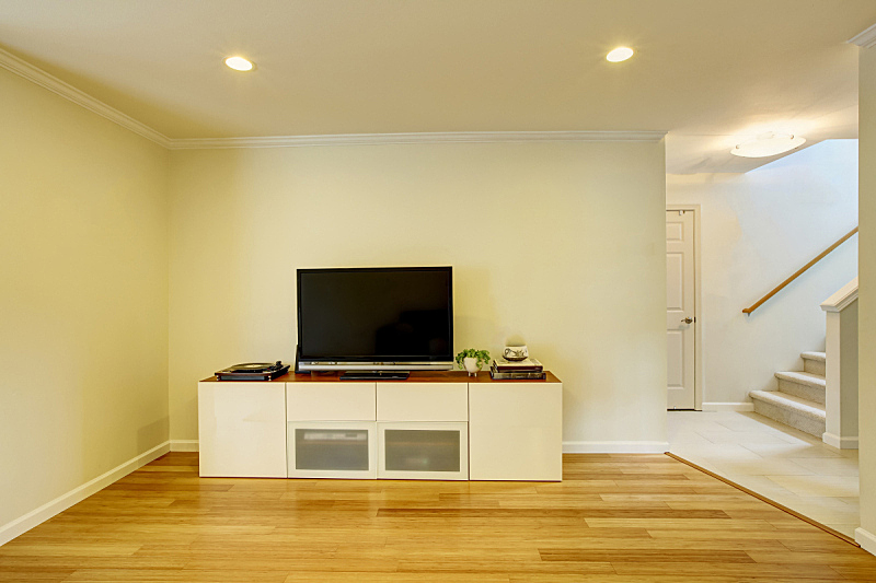 极简构图,大特写,电视机,墙,起居室,住宅房间,桌子,水平画幅,餐具柜,建筑