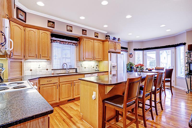 住宅房间,岛,厨房,宽的,窗户,水平画幅,吧椅,无人,豪宅,天花板