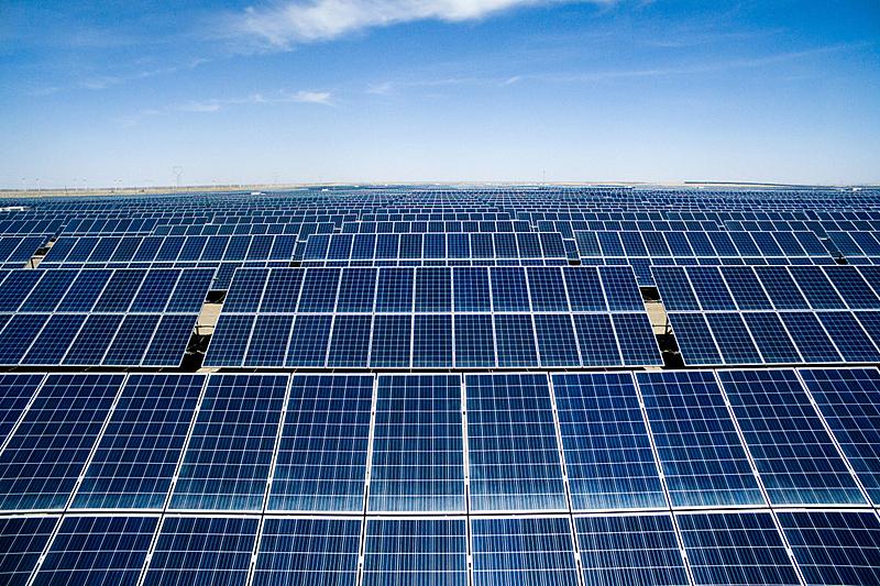 太阳能电池板,田地,太阳能发电站,发电站,动力设备,替代能源,可再生能源,航拍视角,车站,地球