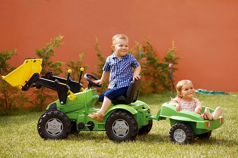 儿女,进行中,家庭花园,姐妹,兄弟,家庭,女婴,玩具,2岁到3岁,公园
