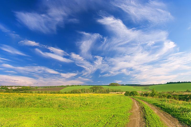田地,路,马轿,天空,水平画幅,山,无人,户外,草,云景