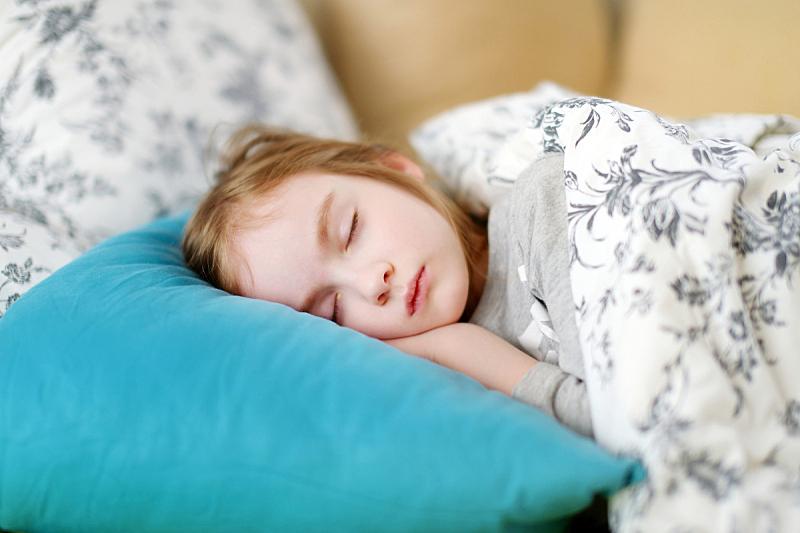 可爱的,女孩,裹毯,仅一名女婴,12到17个月,学龄前,仅婴儿,白色,睡觉,放松