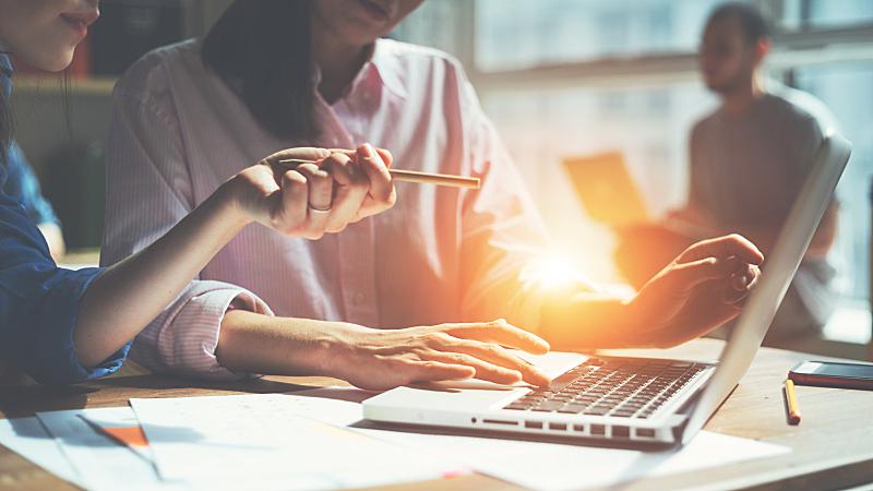 复式楼,创造力,文书工作,办公室,团队,领导能力,计算机制图,计算机图形学,男商人,新创企业