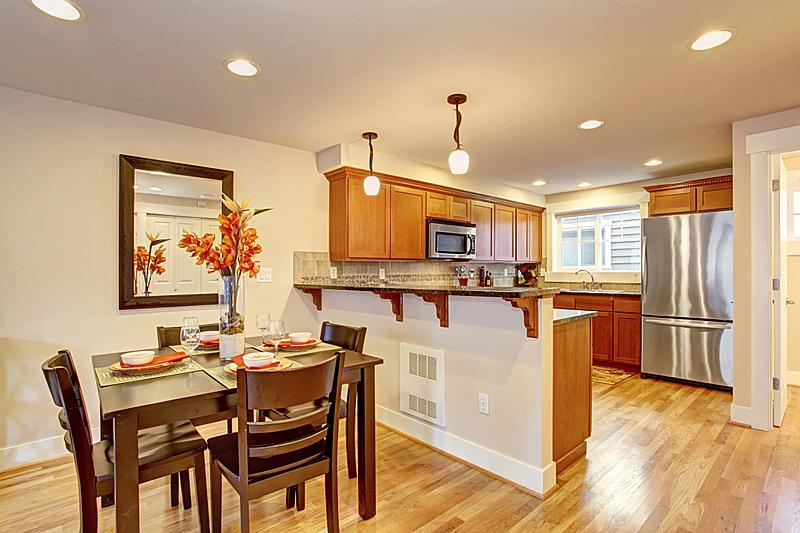 厨房,餐桌,窗户,住宅房间,水平画幅,建筑,豪宅,房地产,装饰物,发球