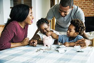 小猪扑满,家庭,储蓄,水平画幅,父母,女朋友,非裔美国人,兄弟姐妹,泰国,男性