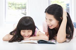 书,母女,美,水平画幅,父母,美人,单身母亲,知识,母亲,成年的