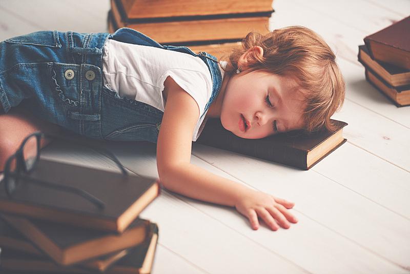 疲劳的,书,女孩,毛皮,美,学龄前,水平画幅,美人,白人,睡觉