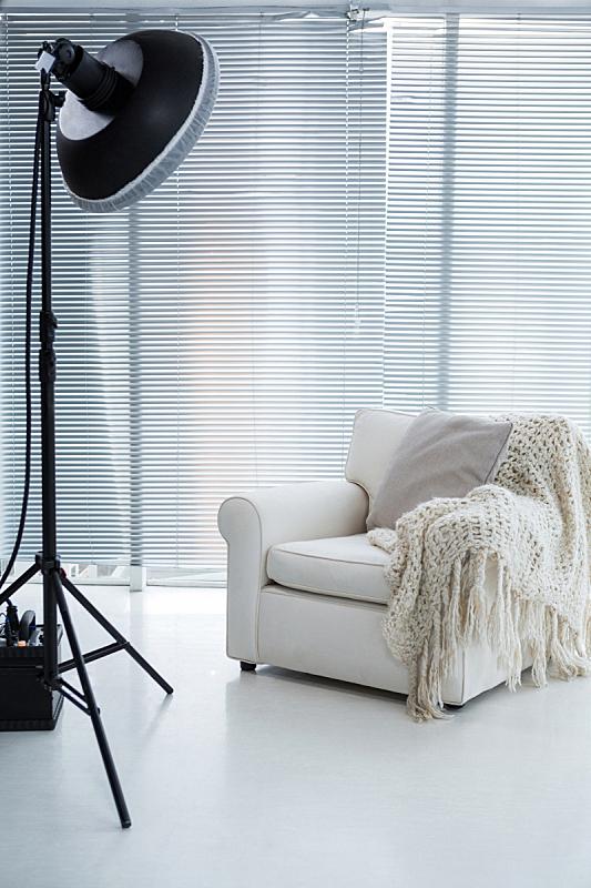 聚光灯,扶手椅,披肩,垂直画幅,无人迹,工作室,空的,商业金融和工业,设备用品,光