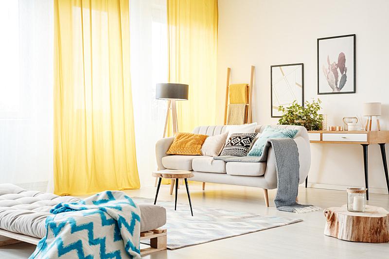 窗帘,黄色,起居室,水平画幅,无人,床垫,灯,家具,明亮,现代